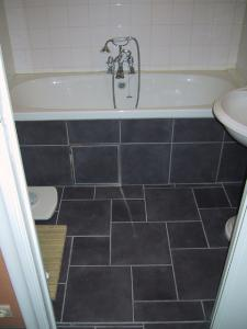 Private Client - GH - Bathroom with removable tiled panel